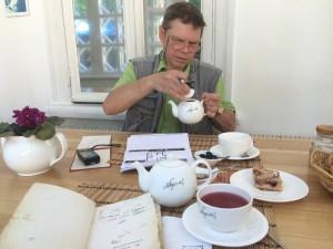 За чашкой чая с художником Сергеем Рябоконем в Доме Булгакова