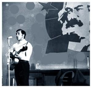 На этом снимке Высоцкий тоже выступает в Киеве, но в 1976 году.